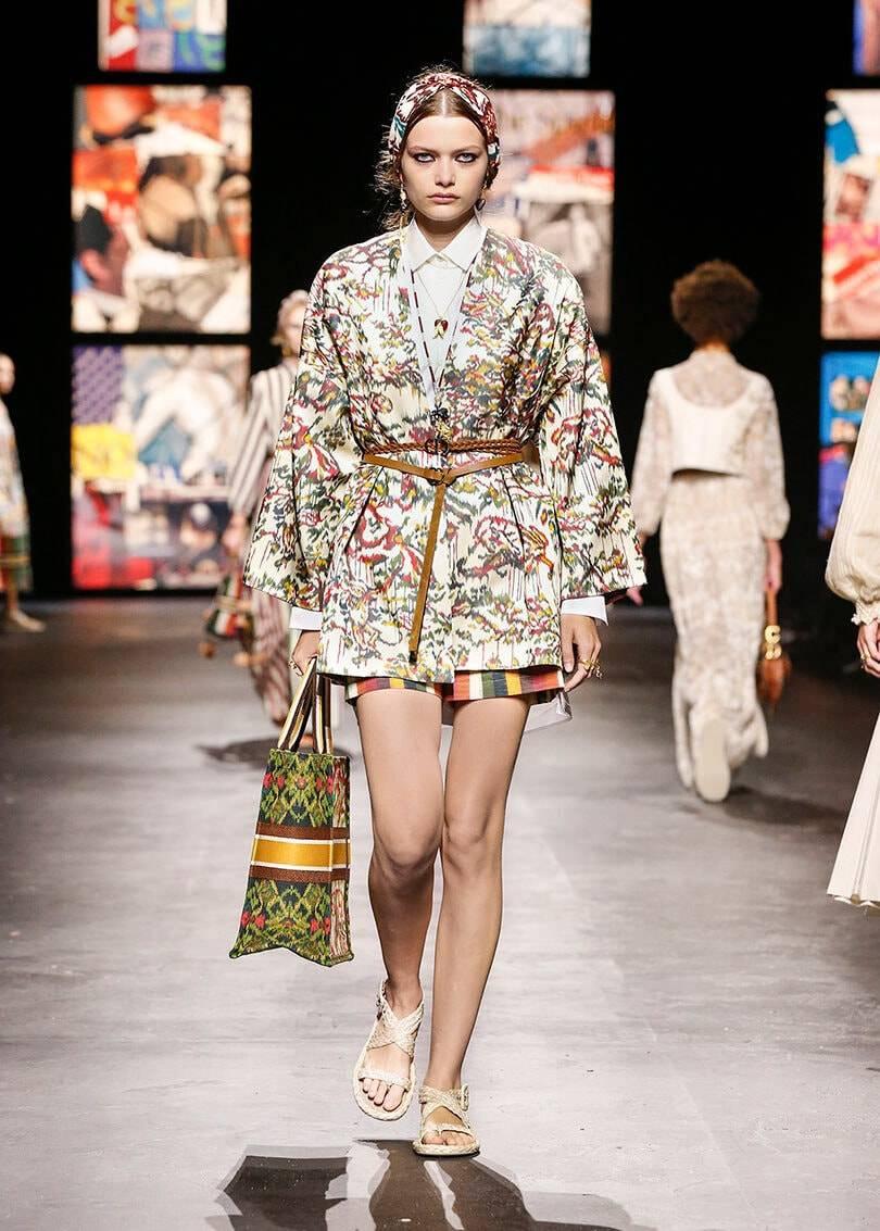 Концептуальный собор Dior на Неделе моды в Париже