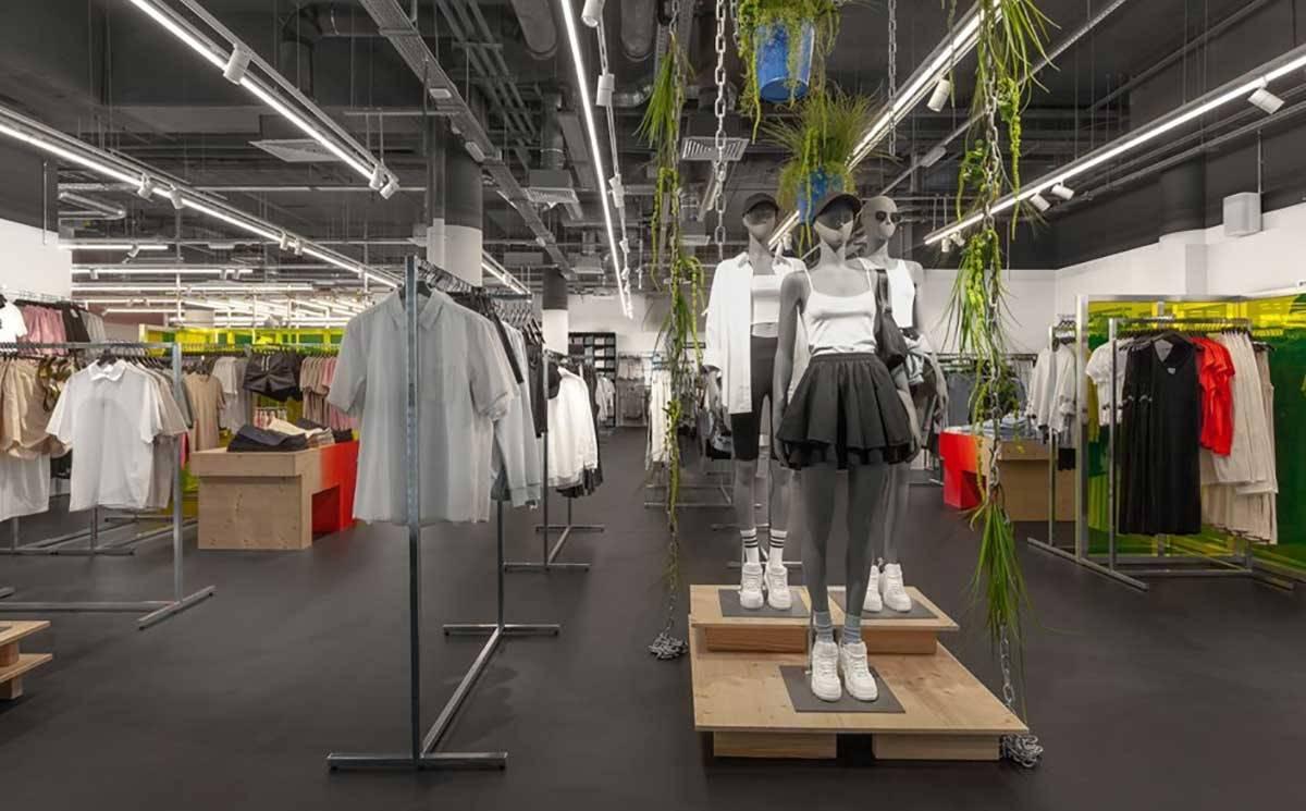 Как выглядит первый магазин Weekday в Москве