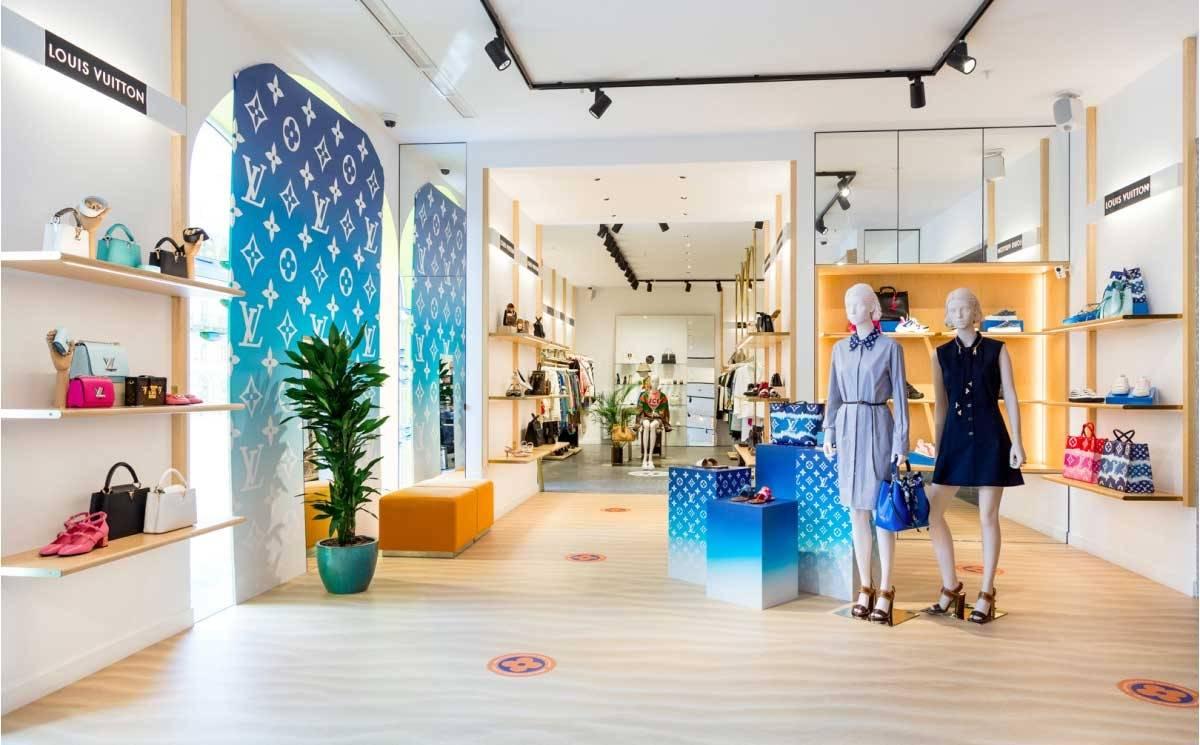 Louis Vuitton открыл поп-ап-стор в Петербурге