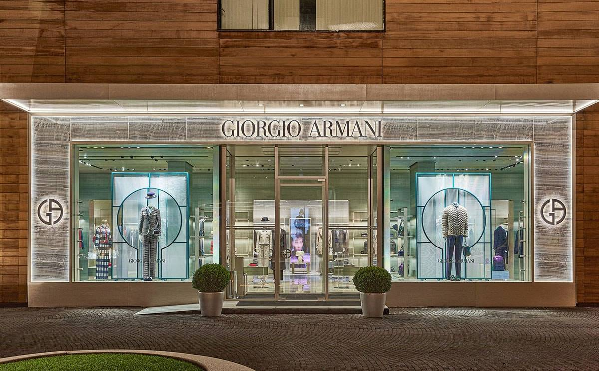 "Бутик Giorgio Armani в ""Барвихе Luxury Village"" открылся после реконструкции"