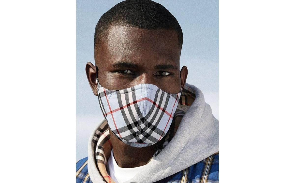 Burberry выпустил защитные маски в фирменную клетку