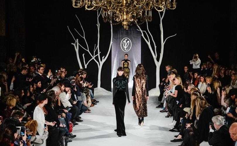 Валентин Юдашкин представил новую коллекцию на Неделе моды в Париже 9202d4f6a0d