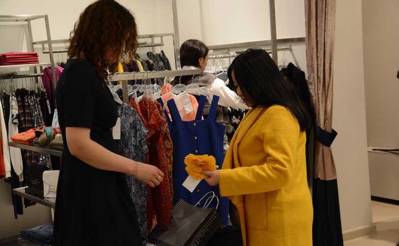 2dd908a28f5 Запуск первого в Казахстане магазина одежды от местных дизайнеров состоялся  в Астане. Открыли Fashion Park Алия Абдибаитова и Жанар Сулейменова