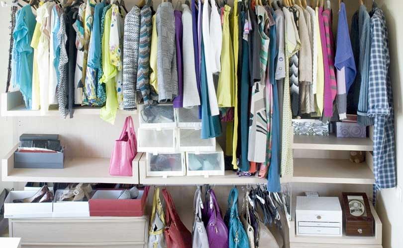фотографии гардероба с одеждой