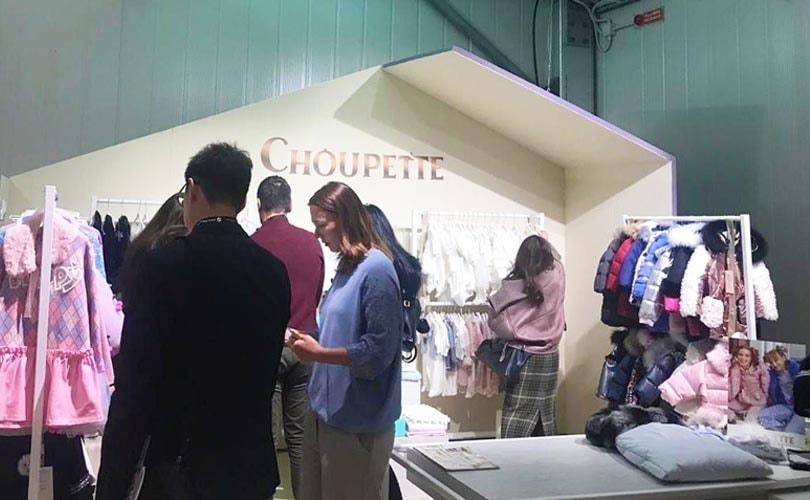 c9c1bb3173b Choupette принимает участие в международной выставке во Флоренции Pitti  Immagine Bimbo 2019.