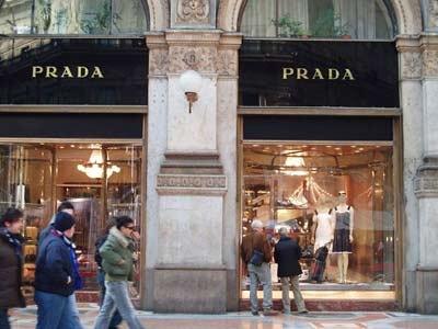 ffca2aaa3be8 Prada выходит на рынок Санкт-Петербурга