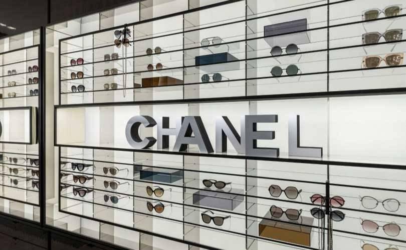 Модный дом Chanel начинает производить медицинские маски